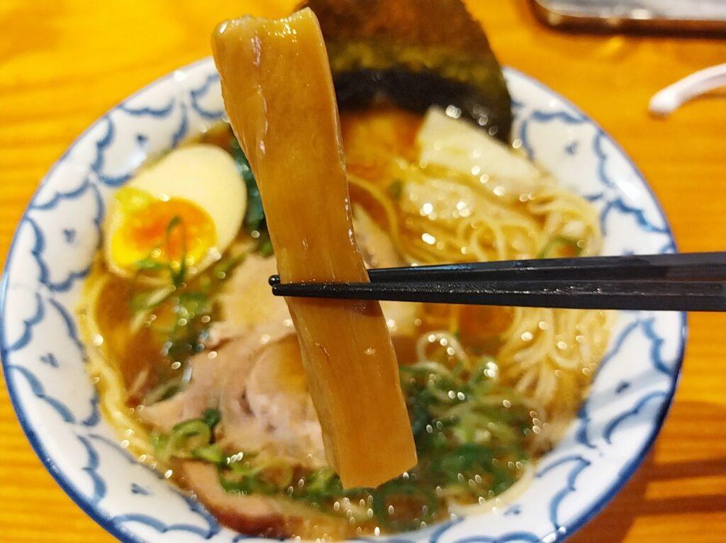 「拉麺 弁ten」の「特製醤油らーめん」のメンマの写真