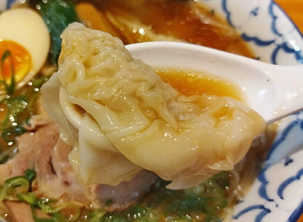 「拉麺 弁ten」の「特製醤油らーめん」のワンタンの写真