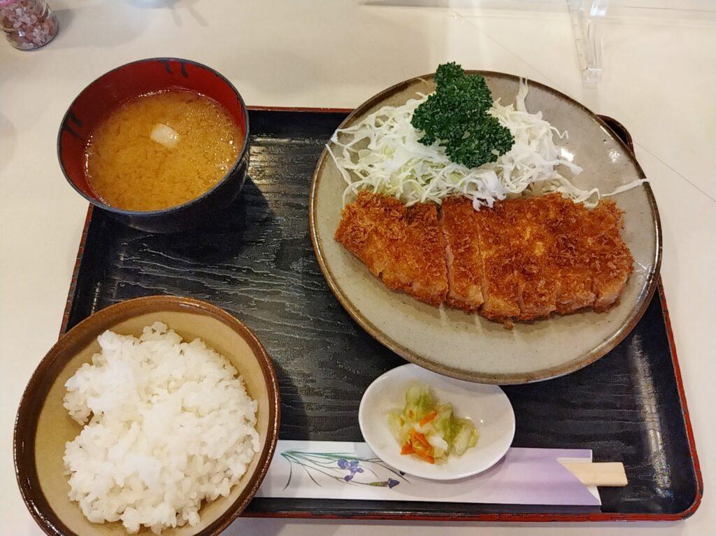 「丸和」の「とんかつ定食」の写真