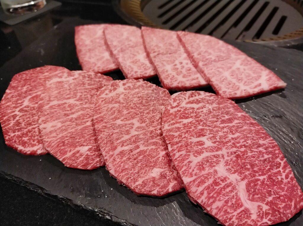 「焼肉ステーキあつし」のシンシンとザブトンの写真