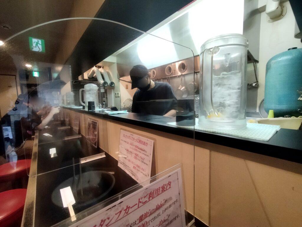 「麺や勝治」の店内の写真