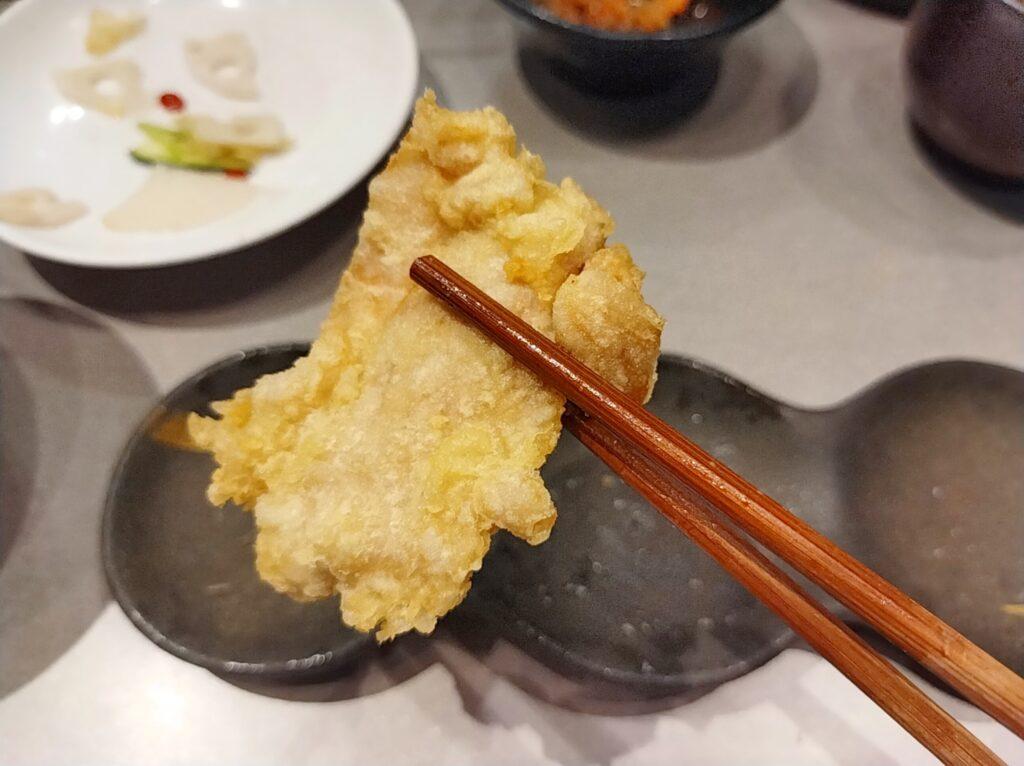 「博多天ぷらたかお 横浜馬車道店」の鶏もも肉の写真