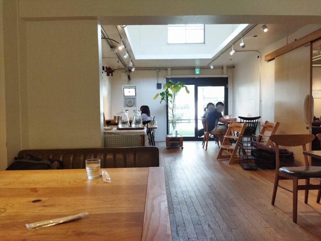 「COMMA,COFFEE」の店内写真