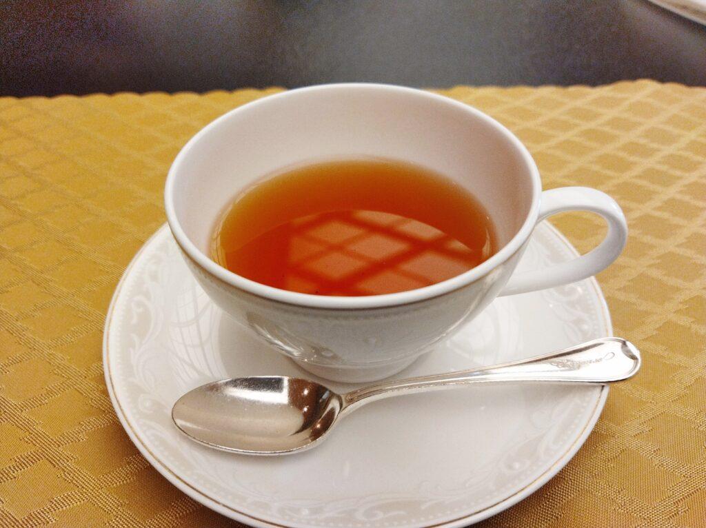 ティーカップに入った紅茶の写真